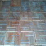 24.Behaton ploca 30x30x3 cm imitacija drva